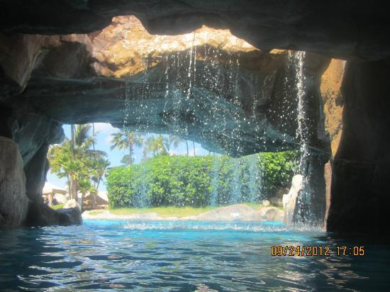 The Westin Maui Resort & Spa, Ka'anapali: Under the waterfall