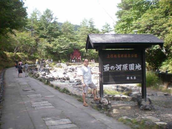 Kusatsu Onsen: Sainokawara park...u can find the BIG outdoor onsen pool here