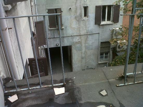 Hotel Brianza: terrazzo della camera senza un pezzo di parapetto