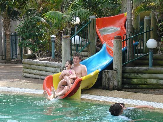 NRMA Ocean Beach Holiday Park: Kids on water slide