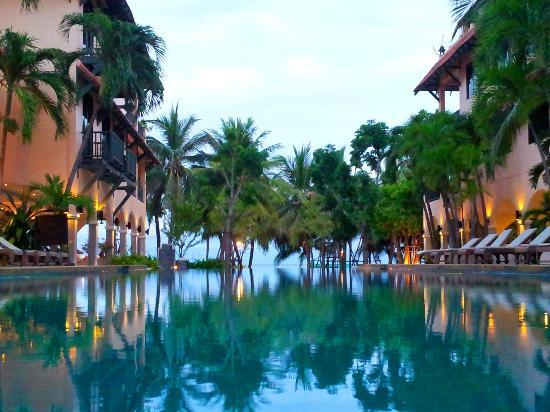 Anantasila Villa by the Sea, Hua Hin: Poolside at dusk