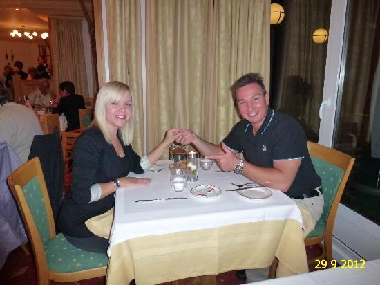 Helvetia Intergolf - Hotel & Apparthotel : ENJOYING DINNER IN RESTAURANT OF HOTEL HELVETIA INTERGOLF, CRANS-MONTANA.