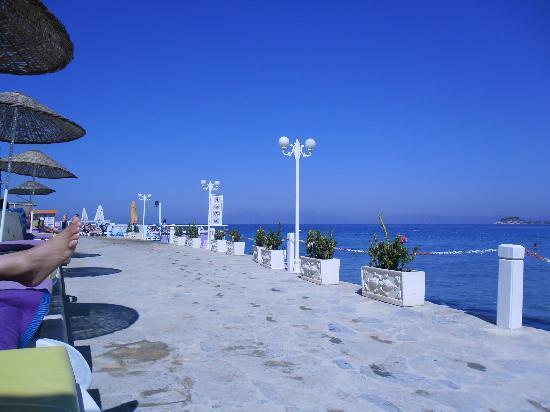 Marti Beach Hotel: L'espace plage privée de l'hôtel