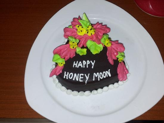 La Flora Resort Patong The Honeymoon Cake