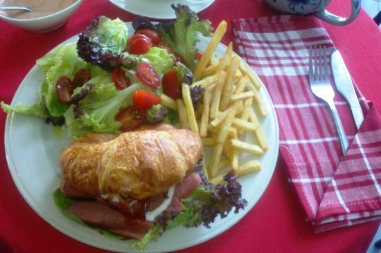 Amanda's Coffee & Tea : Smoked Chicken Croissant Sandwich
