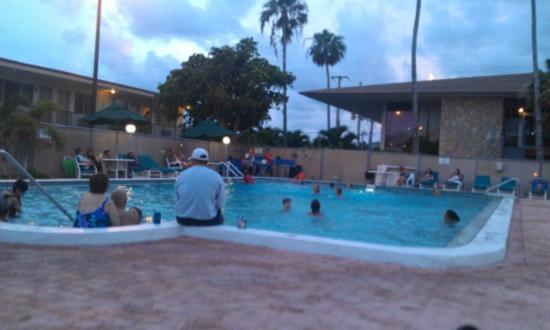 ‪‪Ocean Landings Resort and Racquet Club‬: Front pool live music on Tuesday evenings‬