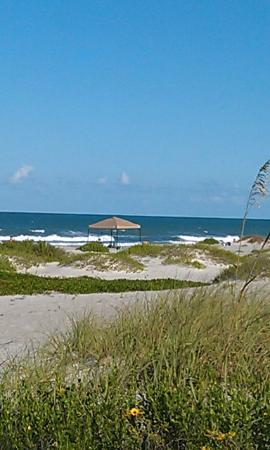 Ocean Landings Resort and Racquet Club: view from the opening to beach