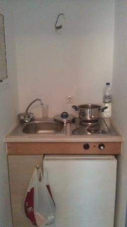 Sofos Studios: kitchen