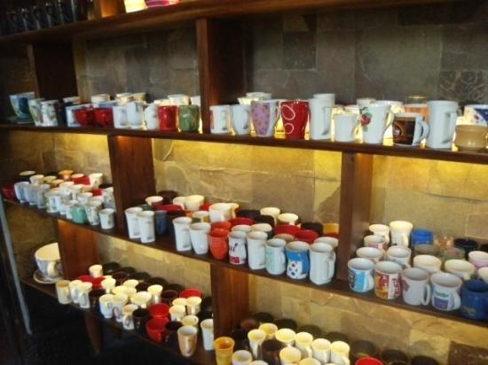 W Retreat & Spa Bali - Seminyak: Tolle Idee. Kaffeetasse aussuchen beim Frühstück