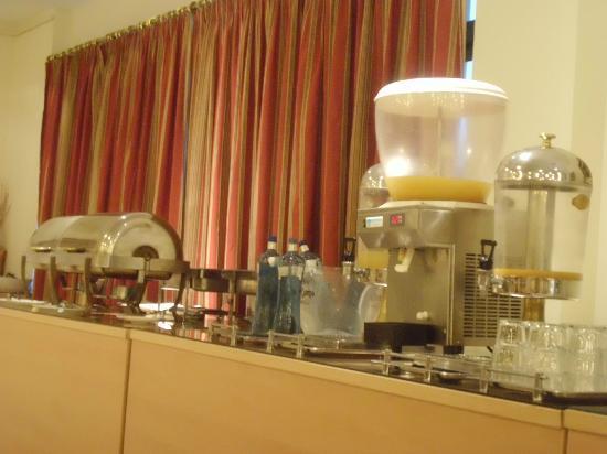 Hotel Exe Guadalete: Zumo, comida caliente desayuno