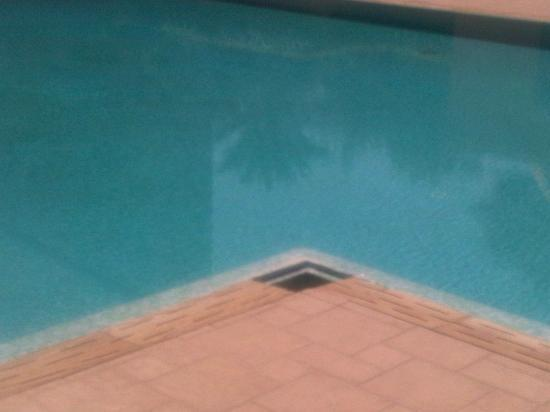 Atlas Medina & Spa: Another hole in the floor - poorly maintained pool