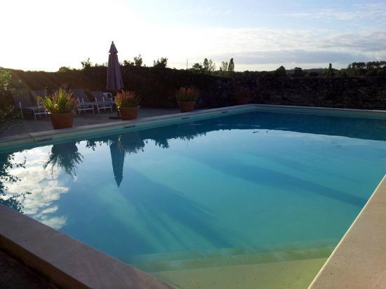 Saint-Leon, França: piscine au soleil couchant