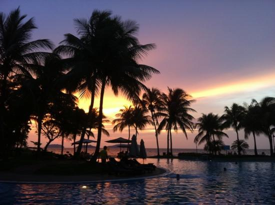 Sutera Harbour Resort (The Pacific Sutera & The Magellan Sutera) : sunset everyday