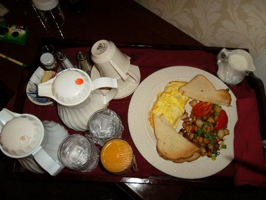 Hawthorne Hotel: Our room service breakfast