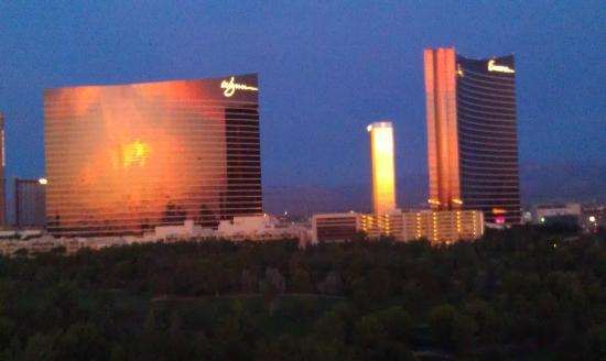 Renaissance Las Vegas Hotel: Sunrise View of the LV Strip