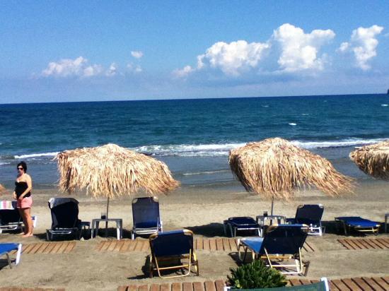 Rania Beach Hotel: strand