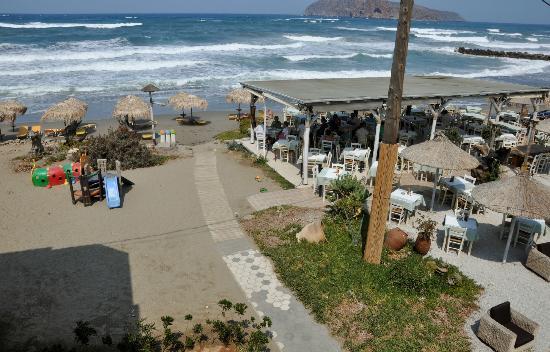 Rania Beach Hotel: zicht vanuit de kamer