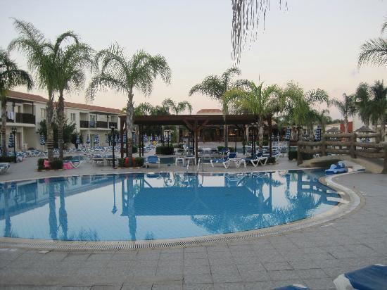Tsokkos Paradise Village: En bild på poolen!