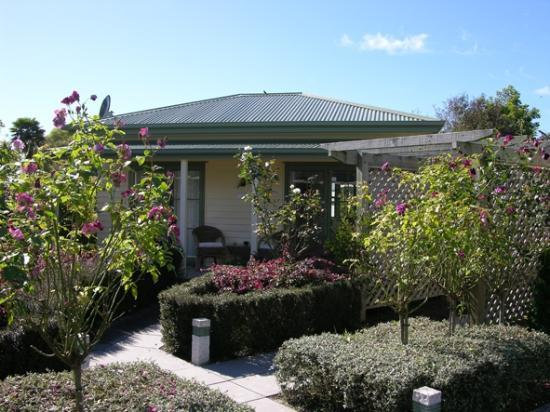 Clive Colonial Cottages: Tui Cottage