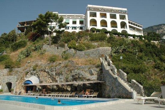 Hotel visto dalla piscina picture of hotel belvedere for Conca verde piscine