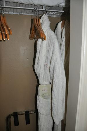 Bellasera Resort: Lovely warm robes for when you can't agree on the level for the aircon!!