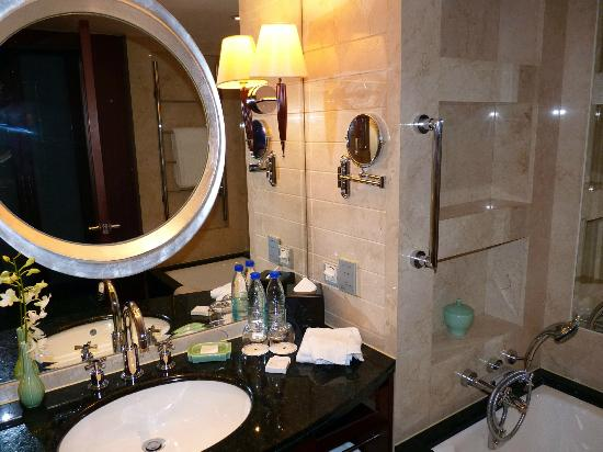 JW Marriott Hotel Shanghai at Tomorrow Square: Bathroom