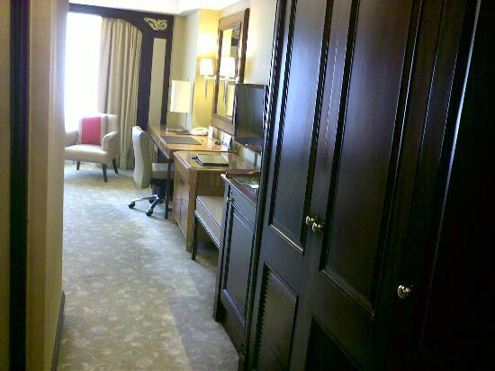 Shangri-La Hotel Jakarta: entry