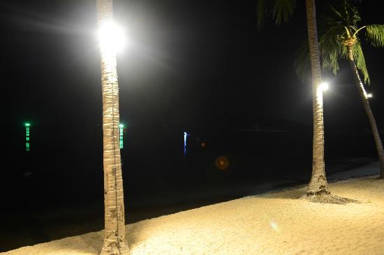 نورا بيتش ريزورت آند سبا: beach night 