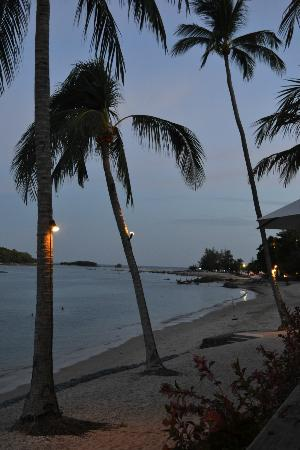 Nora Beach Resort and Spa: Beach Twilight