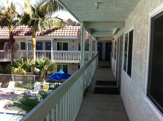 Motel 6 Santa Barbara - Carpinteria South: Corridoio