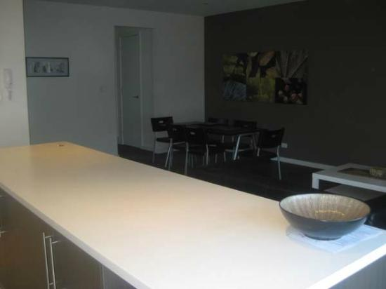La Loft Apartments Unley: Kitchen and Dining