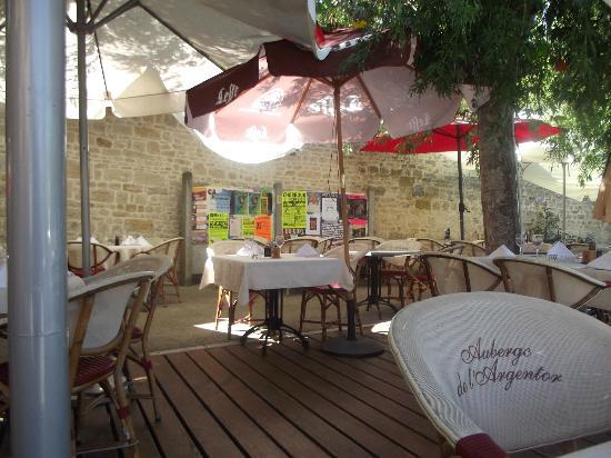 Auberge de l'Argentor : terrasse au centre du village