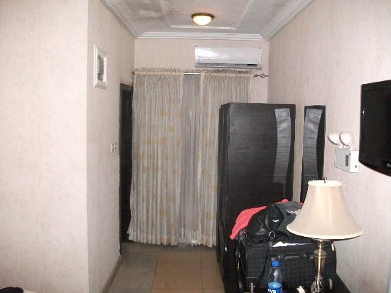 All Seasons Hotel - Owerri : These curtains have the dirt & grime of Nigeria on them.