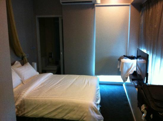 Hotel Royal Singapore : The room at the Royal Residence (extended stay building)