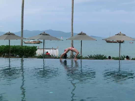 Hansar Samui Resort: By the pool