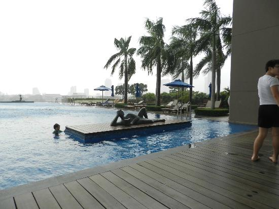 Chatrium Hotel Riverside Bangkok: View of pool