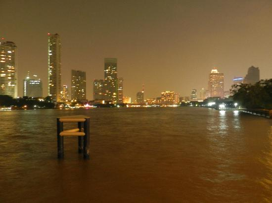 Chatrium Hotel Riverside Bangkok: View from shuttle pier at night