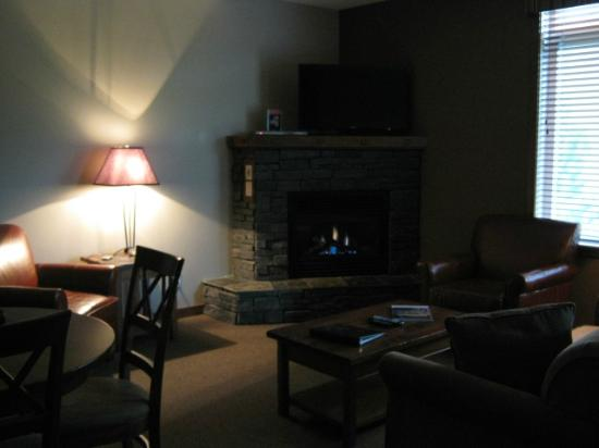 Falcon Crest Lodge by CLIQUE: Living Room area with natural gas fireplace
