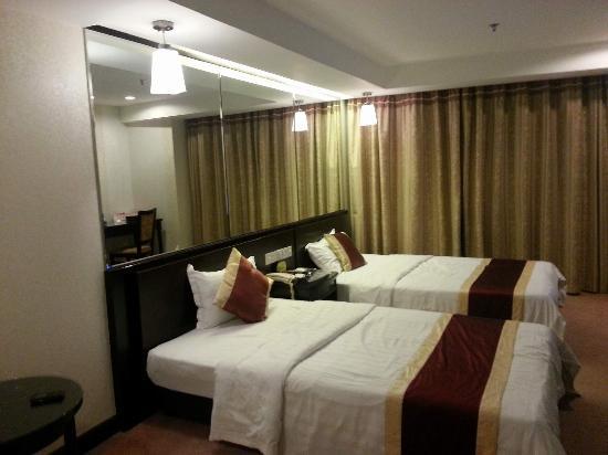 New World Hotel : room