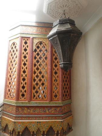 Riad Dar Khmissa Marrakech: davant la chambre moucharabier