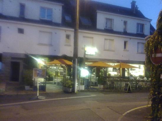 Ty Gwelig: J'espere que c'est le bon restaurant car on ne peut pas lire le signe!