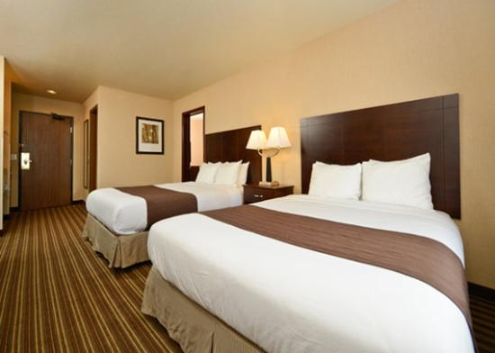 Yellowstone West Gate Hotel: Standard two Queen beds