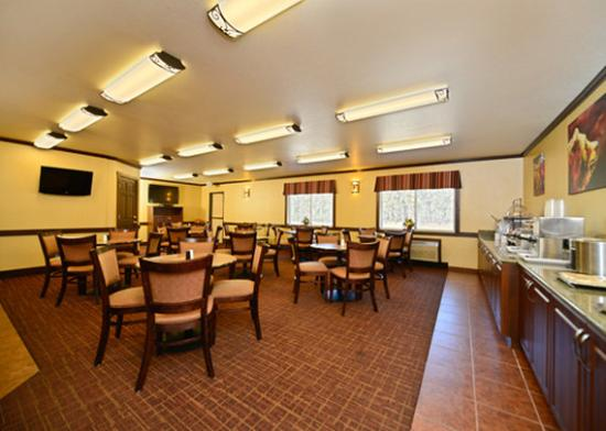 Yellowstone West Gate Hotel: Breakfast room