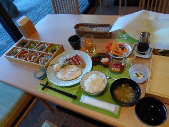 Kikunan Onsen Ubl Hotel: Beautifully presented Japanese set breakfast