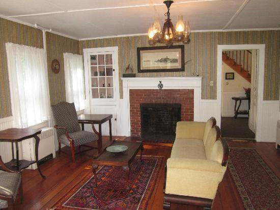 The Surry Inn: Lounge room