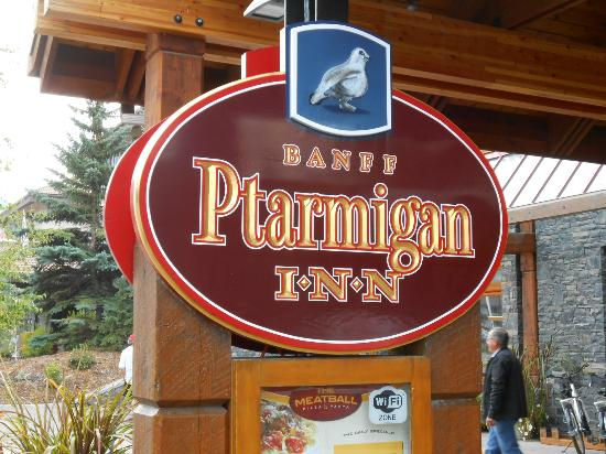 Banff Ptarmigan Inn: Main Front Sign along the Street
