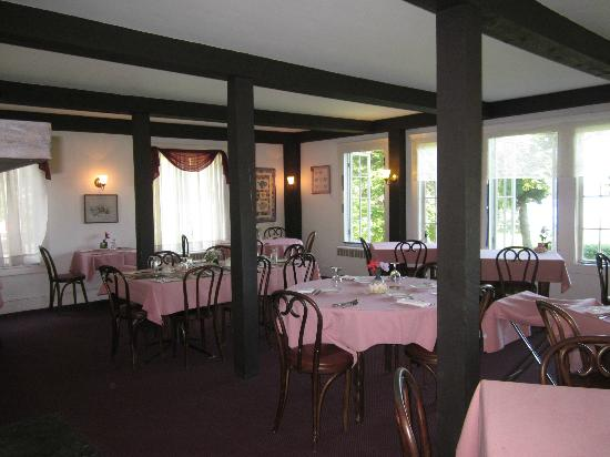 The Surry Inn: Dinning room