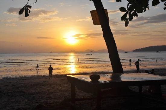 Aonang Buri Resort: Evening at Aonang Beach