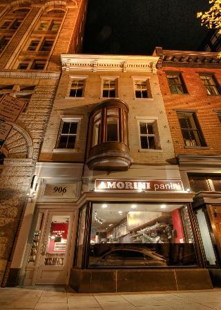 Amorini Panini: Nighttime at AP