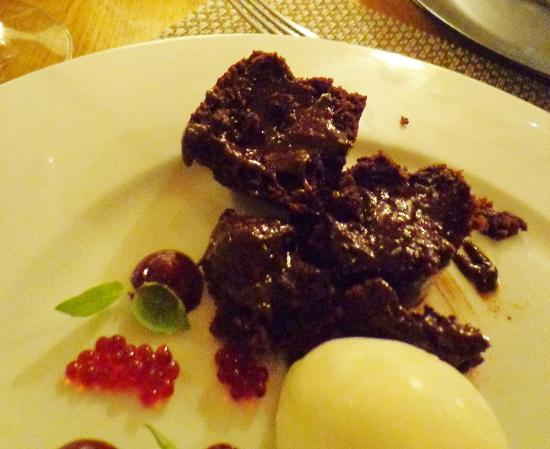 Locks Brasserie: Valrhona Chocolate Fondant, not runny!
